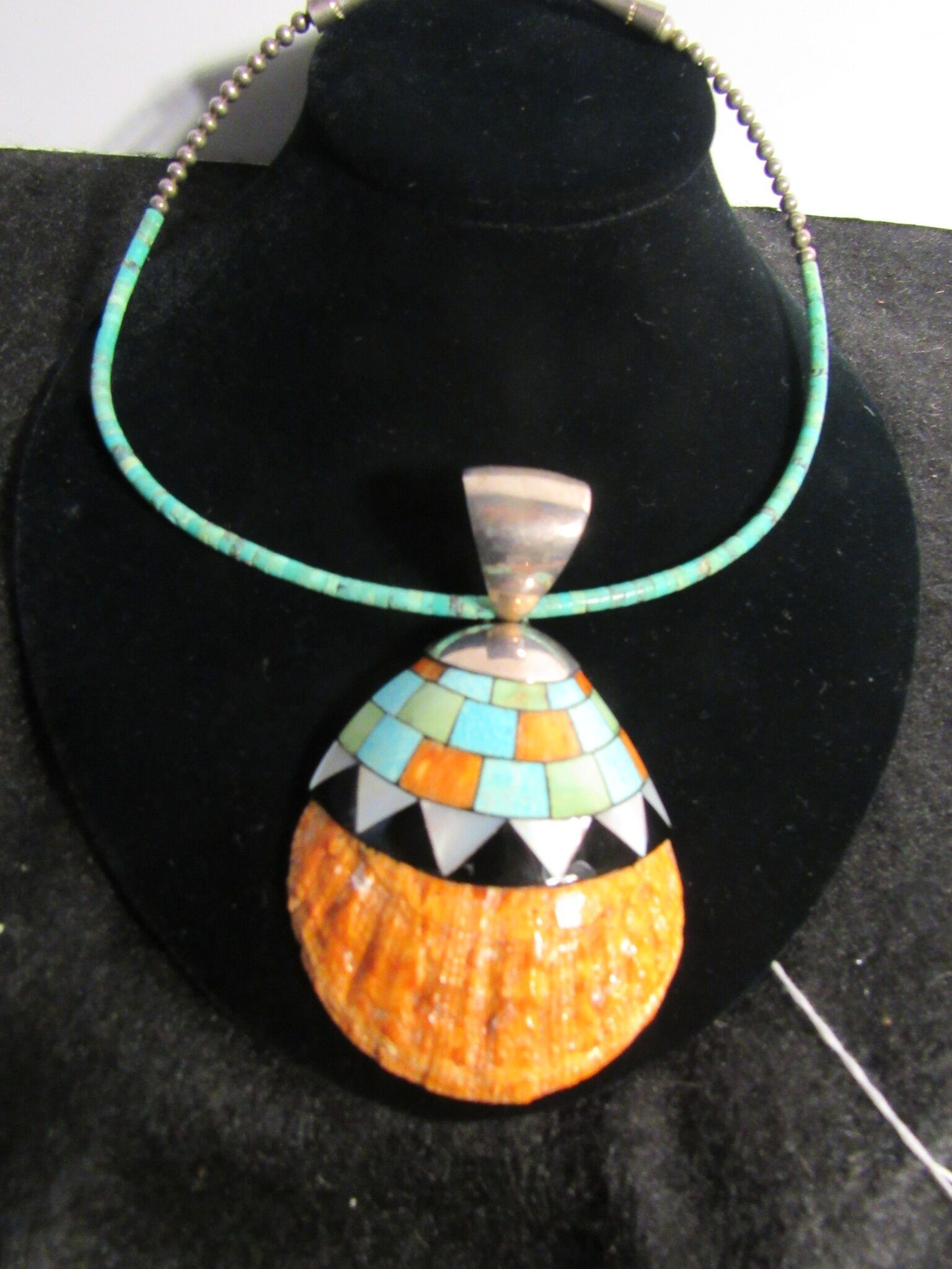 Zuni Indian Oyster Shell Pendant Necklace